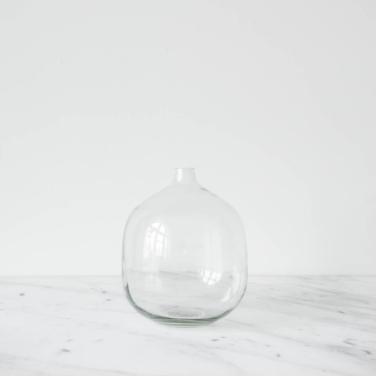round glass vase two sizes. Black Bedroom Furniture Sets. Home Design Ideas