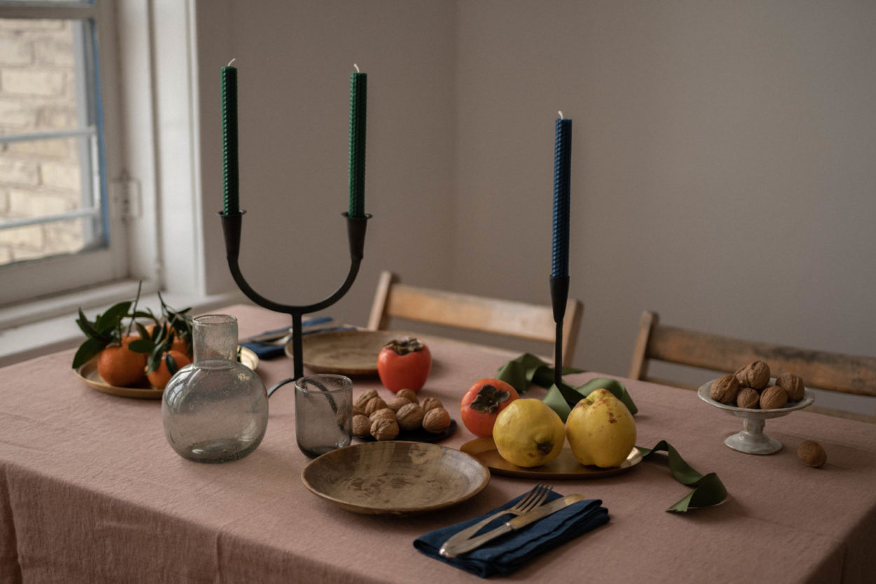 Decorating a Holiday Table